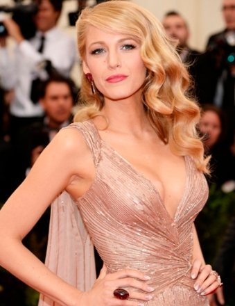 Look_do_dia_Blake_Lively_no_baile_de_gala_MET