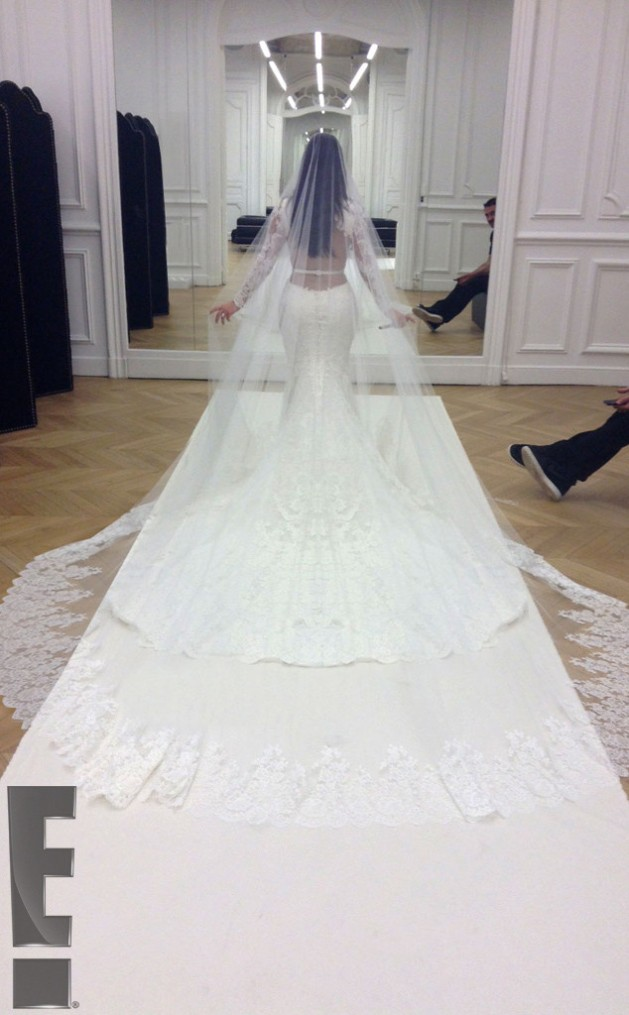 rs_634x1024-140526214957-634_kim-kardashian-kanye-west-wedding_ls_52614